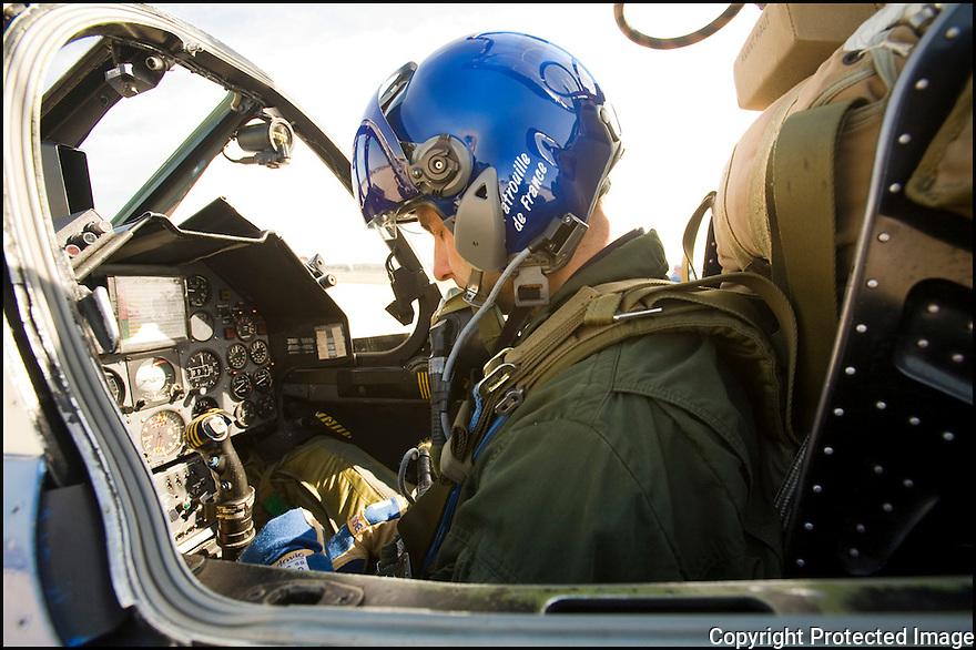 -2008-Salon de Provence- Capitaine Ludovic Bourgeon juste avant le décollage. Patrouille de France.