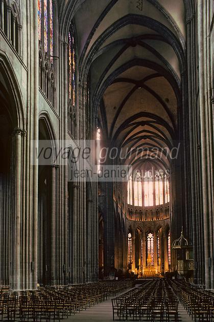 Europe/France/Auverne/63/Puy-de-Dôme/Clermont-Ferrand: La nef (XIII-XVème siècles) de la cathédrale Notre-Dame-de-l'Assomption (Architecture gothique)