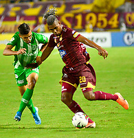 IBAGUE-COLOMBIA, 13-11-2019: Danovis Banguero de Deportes Tolima y Daniel Muñoz de Atlético Nacional disputan el balón durante partido de la fecha 2 de los cuadrangulares semifinales entre Deportes Tolima y Atlético Nacional, por la Liga Águila II 2019, jugado en el estadio Manuel Murillo Toro de la ciudad de la ciudad de Ibague. / Danovis Banguero of  Deportes Tolima and Daniel Muñoz of Atletico Nacional vie for the ball during a match of the 2 date of the semifinals quarter finals between Deportes Tolima and Atletico Nacional, for the Aguila Leguaje II 2019 played at Manuel Murillo Toro stadium in Ibague city. Photo: VizzorImage / Juan Carlos Escobar / Cont.