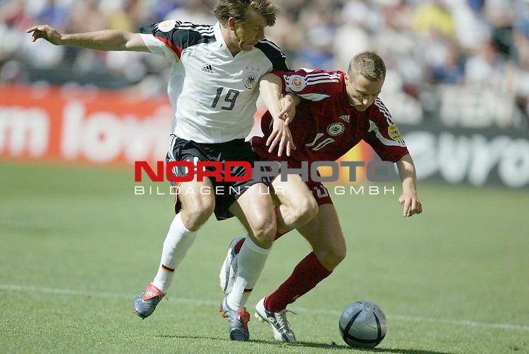 Europameisterschaft 2004 Portugal<br /> <br /> Lettland - Deutschland  0:0<br /> <br /> Zweikapmpf zwischen Bernd Schneider und Andrejs Rubins<br /> <br /> Foto &copy; nordphoto<br /> <br /> <br /> <br /> Gemaess Auflage der UEFA duerfen saemtliche Bilder von der EURO 2004 nicht fuer MMS Dienste oder sonstige Dienste via Mobiltelefon oder mit PDAs genutzt werden.<br /> <br /> <br /> <br /> <br /> <br />  *** Local Caption *** Foto ist honorarpflichtig! zzgl. gesetzl. MwSt.<br /> <br />  Belegexemplar erforderlich<br /> <br /> Adresse: nordphoto<br /> <br /> Georg-Reinke-Strasse 1<br /> <br /> 49377 Vechta<br /> <br /> Telefon: 04441-89400 / Fax: 04441-894022