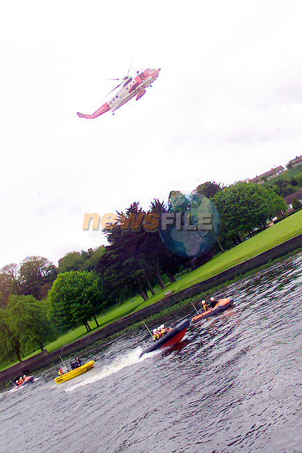Drogheda River and Sea Rescue Boats exercising witht he Irish coast Guard helicopter over the river Boyne .Photo Fran Caffrey/Newsfile.ie..This picture has been sent to you by:.Newsfile Ltd,.3 The View,.Millmount Abbey,.Drogheda,.Co Meath..Ireland..Tel: +353-41-9871240.Fax: +353-41-9871260.GSM: +353-86-2500958.ISDN: +353-41-9871010.IP: 193.120.102.198.www.newsfile.ie..email: pictures@newsfile.ie..This picture has been sent by Fran Caffrey.francaffrey@newsfile.ie
