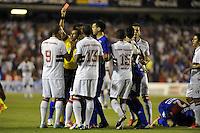 BUENOS AIRES, ARGENTINA, 05 DE DEZEMBRO 2012 - COPA SUL-AMERICANA - TIGRE X SAO PAULO - Luis Fabiano (E) jogador do Sao Paulo recebe cartao vermelho em partida contra o Tigre em jogo de ida valido pela final da Copa Sul-Americana no Estadio La Bombonera em Buenos Aires capital da Argentina, nesta quarta-feira, 05. (FOTO: JUANI RONCORONI / BRAZIL PHOTO PRESS).