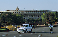 "Asien Indien IND Neu Delhi .Regierungsgeb?ude Parlament Sansad Bhavan in Rajpath in Hauptstadt Neu Delhi Dehli   - Politik Ministerium Ministerien Ministerp?sident Minister indisches indische Machtzentrum Politik Beh?rde Macht Staat indische Union Demokratie Regierung Verwaltung Dehli Polizei Korruption indische Union Sicherheit Zentralregierung Ambassador Auto Autos xagndaz | .Asia India New Delhi .Sansad Bhavan the parliament building  in capital New Delhi  - government power policy democracy politician corruption minister ambassador car .| [copyright  (c) agenda / Joerg Boethling , Veroeffentlichung nur gegen Honorar und Belegexemplar an / royalties to: agenda  Rothestr. 66  D-22765 Hamburg  ph. ++49 40 391 907 14  e-mail: boethling@agenda-fototext.de  www.agenda-fototext.de  Bank: Hamburger Sparkasse BLZ 200 505 50 kto. 1281 120 178  IBAN: DE96 2005 0550 1281 1201 78 BIC: ""HASPDEHH"" ,  WEITERE MOTIVE ZU DIESEM THEMA SIND VORHANDEN!! MORE PICTURES ON THIS SUBJECT AVAILABLE!! INDIA PHOTO ARCHIVE: http://www.visualindia.net] [#0,26,121#]"
