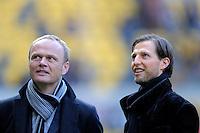 Fussball, 2. Bundesliga, Saison 2011/12, SG Dynamo Dresden - FC Erzgebirge Aue, Sonntag (21.11.11), gluecksgas Stadion, Dresden. Aufsichtsrat der SG Dynamo Dresden Thomas Bohn (li.), und Geschaeftsfuehrer  Volker Oppitz im Gespraech.