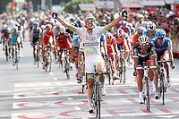 MADRI, ESPANHA, 09 SETEMBRO 2012 - LA VUELTA 2012 - O ciclista John Degenkolb comemora apos vencer a etapa entre Cercedilla e Madrid da La Vuelta 2012, em Madri na Espanha, neste domingo, 09. (FOTO: ALFAQUI / BRAZIL PHOTO PRESS).