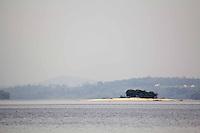 SAO PAULO, sp - 07-10-2014 - VOLUME BAIXO GUARAPIRANGA -  Nesta terça-feira (07) o sistema da Cantareira opera com 5,8% e a represa do Guarapiranga atinge record, com 49,9%, o sistema teve mais de 25,5 % de queda em um ano. Bancos de areia e pequenas ilhas começam a aparecer em meio a represa do guarapiranga.<br /> <br /> (Foto: Fabricio Bomjardim / Brazil Photo Press)