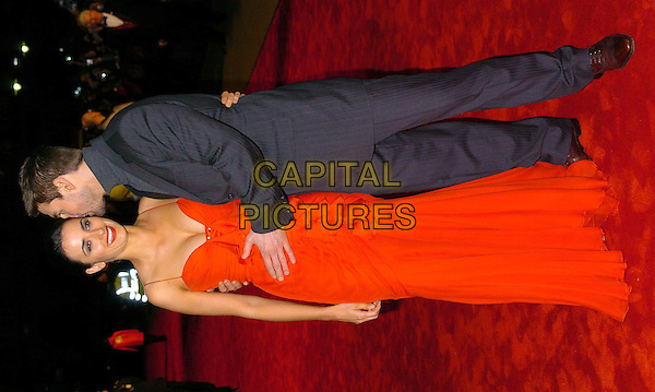 PENELOPE CRUZ & TOM CRUISE.The Last Samurai UK premiere, Odeon, Leicester Square.6 January 2004.long red dress, kissing.www.capitalpictures.com.sales@capitalpictures.com.©Capital Pictures
