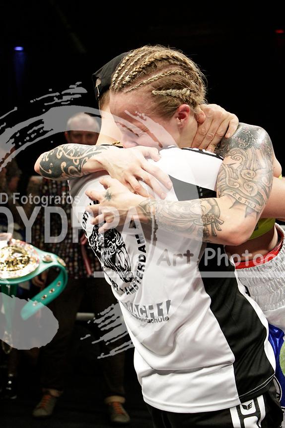 Dominik Junge und Eva Voraberger beim WBC WM-Boxkampf im Bantamgewicht in der Arena Nova. Wiener Neustadt, 07.04.2018