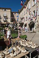 Europe/France/Rhône-Alpes/26/Drôme/Nyons: Tresses d'ail sur un étal du marché de la Place des Arcades