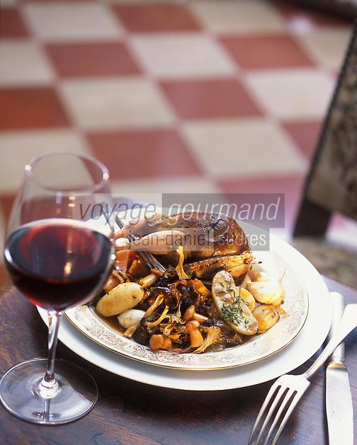 Europe/France/Aquitaine/33/Gironde/Saint-Julien: Bécasse rotie, petites pommes de terre avec la peau et champignons