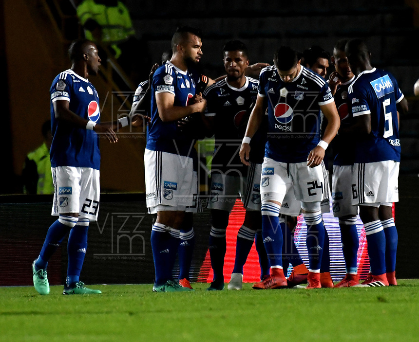 BOGOTÁ - COLOMBIA, 02–05-2018: David Silva (Cent.), jugador de Millonarios, celebra el gol anotado a Envigado F. C., durante partido aplazado de la fecha 16 entre Millonarios y Envigado F. C., por la Liga Aguila I 2018, jugado en el estadio Nemesio Camacho El Campin de la ciudad de Bogotá. / David Silva (C), player of Millonarios celebrates the scored goal to Envigado F. C.,  during a posponed match of the 16th date between Millonarios and Envigado F. C.,  for the Liga Aguila I 2018 played at the Nemesio Camacho El Campin Stadium in Bogota city, Photo: VizzorImage / Luis Ramírez / Staff.