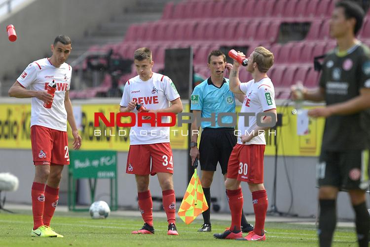 nph00351: Koelner Spieler sind nach Spielende enttaeuscht.<br /> v.re:Florian KAINZ (1.FC?KOELN),<br /> Noah KATTERBACH (1.FC Koeln),<br /> Dominick DREXLER  (1.FC Koeln).<br /> Sport: Fussball: 1. Bundesliga: Saison 19/20: 26.Spieltag: 1.FC KOELN-FSV MAINZ 05,17.05.2020.<br /> Foto: Anke Waelischmiller/SVEN SIMON/POOL / via Meuter/nordphoto<br /> <br /> <br /> Nur für journalistische Zwecke! Only for editorial use!<br /> Gemäß den Vorgaben der DFL Deutsche Fußball Liga ist es untersagt, in dem Stadion und/oder vom Spiel angefertigte Fotoaufnahmen in Form von Sequenzbildern und/oder videoähnlichen Fotostrecken zu verwerten bzw. verwerten zu lassen. DFL regulations prohibit any use of photographs as image sequences and/or quasi-video.