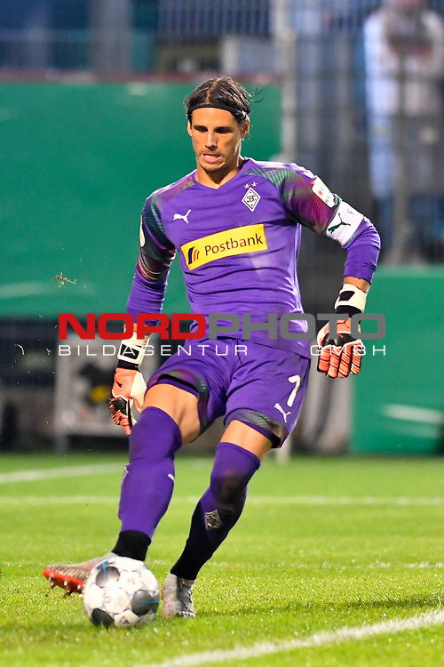 09.08.2019, BWT-Stadion am Hardtwald, Sandhausen, GER, DFB Pokal, 1. Runde, SV Sandhausen vs. Borussia Moenchengladbach, <br /><br />DFL REGULATIONS PROHIBIT ANY USE OF PHOTOGRAPHS AS IMAGE SEQUENCES AND/OR QUASI-VIDEO.<br /><br />im Bild: Yann Sommer (#1, Borussia Moenchengladbach)<br /><br />Foto © nordphoto / Fabisch
