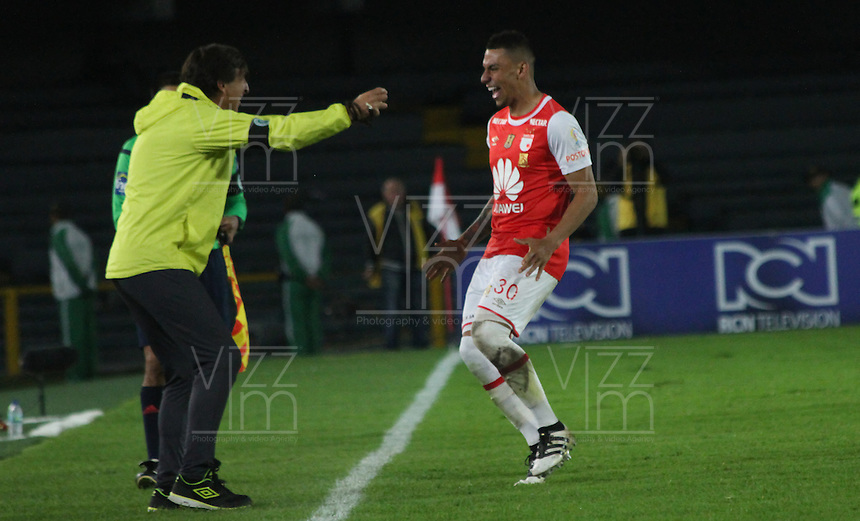 BOGOTA -COLOMBIA, 3-12-2016. Jeison Gordillo jugador de Independiente Santa Fe   celebra su gol contra el Independiente Medellín durante encuentro  por los cuartos de final vuelta de la Liga Aguila II 2016 disputado en el estadio Nemesio Camacho El Campin ./ Jeison Gordillo player of Santa Fe   celebrates his goal agaisnt  of Independiente Medellin  during match for the date  meeting for the quarterfinals of final return of the Aguila League II 2016 played at Nemesio Camacho El Campin  stadium . Photo:VizzorImage / Felipe Caicedo  / Staff