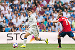 Mateo Kovacic of Real Madrid fights for the ball with Fausto Tienza Nunez of Osasuna during the La Liga match between Real Madrid and Osasuna at the Santiago Bernabeu Stadium on 10 September 2016 in Madrid, Spain. Photo by Diego Gonzalez Souto / Power Sport Images