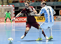 CALI -COLOMBIA-01-10-2016: Danil Davydov (Izq) jugador de Rusia disputa el balón con Leandro Cruzzolino (Der) jugador de Argentina durante partido por la final de la Copa Mundial de Futsal de la FIFA Colombia 2016 jugado en el Coliseo del Pueblo en Cali, Colombia. / Danil Davydov (L) player of Russia fights the ball with Leandro Cruzzolino (R) player of Argentina during match of final of the FIFA Futsal World Cup Colombia 2016 played at Metropolitan Coliseo del Pueblo in Cali, Colombia. Photo: VizzorImage/ Gabriel Aponte / Staff