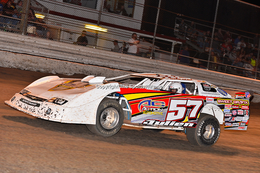 Feb 20, 2014; 7:05:21 PM;  Barberville, FL, USA;  World of Outlaws Late Model Series for 43rd Annual DIRTcar Nationals presented by Summit Racing Equipment at Volusia Speedway Park.  Mandatory Credit: (thesportswire.net)