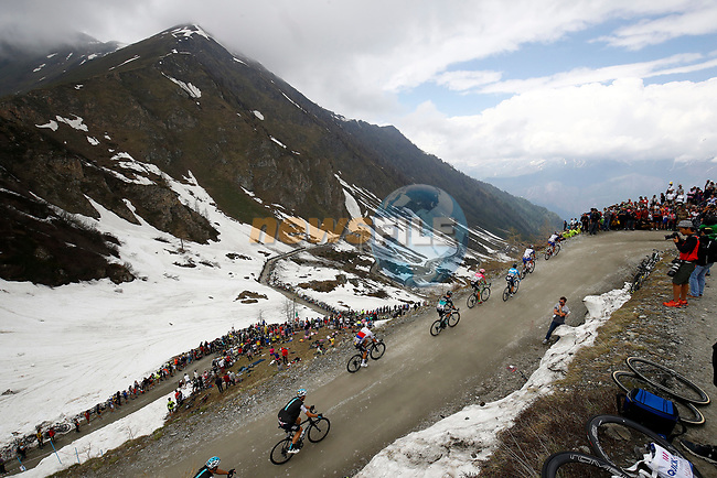 Riders climb the Colle delle Finestre during Stage 19 of the 2018 Giro d'Italia, running 185km from Venaria Reale to Bardonecchia featuring the Cima Coppi of this Giro, the highest climb on the Colle delle Finestre with its gravel roads, before finishing on the final climb of the Jafferau, Italy. 25th May 2018.<br /> Picture: LaPresse/POOL Luca Bettini/BettiniPhoto | Cyclefile<br /> <br /> <br /> All photos usage must carry mandatory copyright credit (© Cyclefile | LaPresse/POOL Luca Bettini/BettiniPhoto)