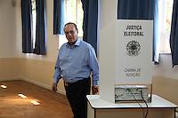 ATENCAO EDITOR IMAGEM EMBARGADA PARA VEICULO INTERNACIONAL- SAO PAULO, SP 07/10/2012- ELEICOES SAO PAULO- PAULO MALUF- O deputado federal, Paulo Maluf (pp) registra seu voto da Faculdade de Engenharia de Sao Paulo no bairro de Pinheiros, neste Domingo, 07. Foto: Luiz Guarnieri/ Brazil Photo Press.