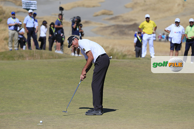 Matt Kuchar (USA) putts on the 6th green during Friday's Round 2 of the 2015 U.S. Open 115th National Championship held at Chambers Bay, Seattle, Washington, USA. 6/20/2015.<br /> Picture: Golffile | Eoin Clarke<br /> <br /> <br /> <br /> <br /> All photo usage must carry mandatory copyright credit (&copy; Golffile | Eoin Clarke)