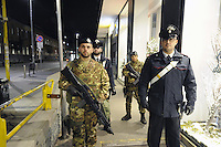 - Milano, novembre 2016, pattugliamento misto delle Forze dell'Ordine insieme all'Esercito per il controllo della criminalit&agrave; nelle zone a rischio della citt&agrave;<br />