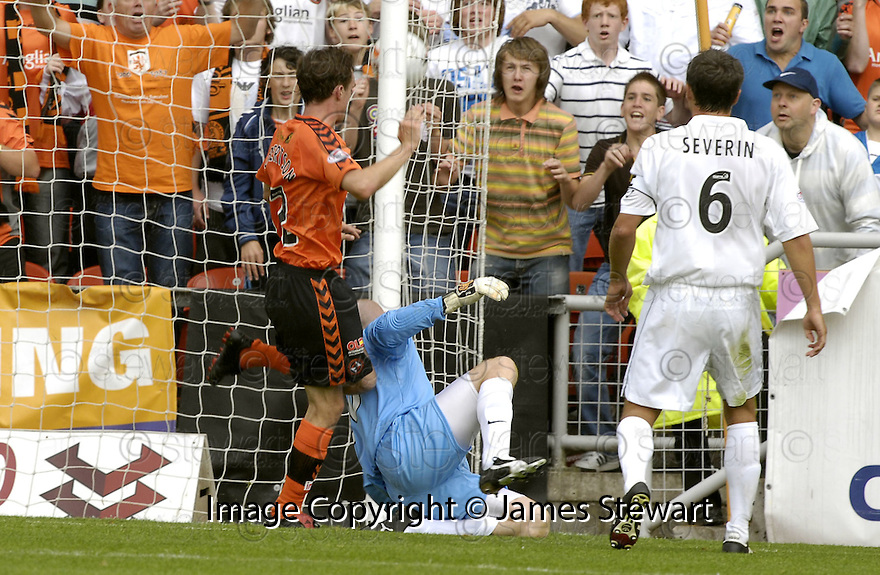 04/08/2007       Copyright Pic: James Stewart.File Name : sct_jspa08_dundee_utd_v_aberdeen.DAVID ROBERTSON SCORES DUNDEE UNITED'S LATE WINNER.....James Stewart Photo Agency 19 Carronlea Drive, Falkirk. FK2 8DN      Vat Reg No. 607 6932 25.Office     : +44 (0)1324 570906     .Mobile   : +44 (0)7721 416997.Fax         : +44 (0)1324 570906.E-mail  :  jim@jspa.co.uk.If you require further information then contact Jim Stewart on any of the numbers above........