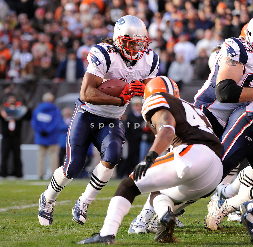 BENJARVUS GREEN-ELLIS, of the New England Patriots, in action during the Patriots game against the Cleveland Browns on November 7, 2010 at Cleveland Browns Stadium in Cleveland, Ohio.  ..The Browns beat the Patriots 34-14...