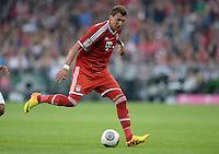 Fussball  1. Bundesliga  Saison 2013/2014   1. SPIELTAG FC Bayern Muenchen - Borussia Moenchengladbach       09.08.2013 Mario Mandzukic (FC Bayern Muenchen) Einzelaktion am Ball