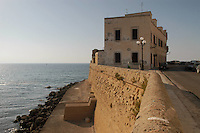 - Puglia, Gallipoli, casa isolata sulla scogliera di fronte al mare<br /> <br /> - Apulia, Gallipoli, isolated house on the reef in front of the sea