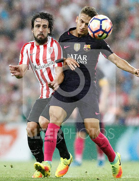 Athletic de Bilbao's Benat Etxebarria (l) and FC Barcelona's Denis Suarez during La Liga match. August 28,2016. (ALTERPHOTOS/Acero)
