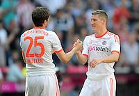 FUSSBALL   1. BUNDESLIGA  SAISON 2011/2012   33. Spieltag FC Bayern Muenchen - VfB Stuttgart       28.04.2012 Thomas Mueller (li, ) mit Bastian Schweinsteiger (FC Bayern Muenchen)