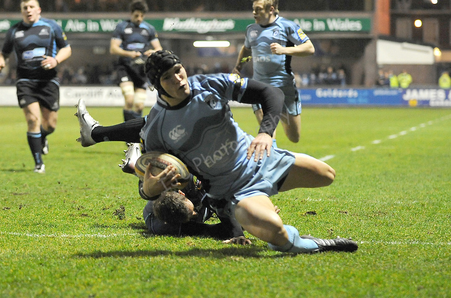 Tom James dives over to score the first try. Cardiff Blues V Glasgow Warriors, Magners league. © Ian Cook IJC Photography iancook@ijcphotography.co.uk www.ijcphotography.co.uk