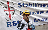 Un operaio della multinazionale Alcoa durante la protesta contro l'annunciata chiusura dello stabilimento sardo per la produzione di alluminio di Portovesme, davanti alla sede del Ministero dello Sviluppo Economico a Roma, 10 settembre 2012. .A worker of the Alcoa multinational company looks on during a protest against the shutdown of the Sardinian alluminum plant of Portovesme, outside of the Economic Development Ministry in Rome, 10 September 2012..UPDATE IMAGES PRESS/Riccardo De Luca
