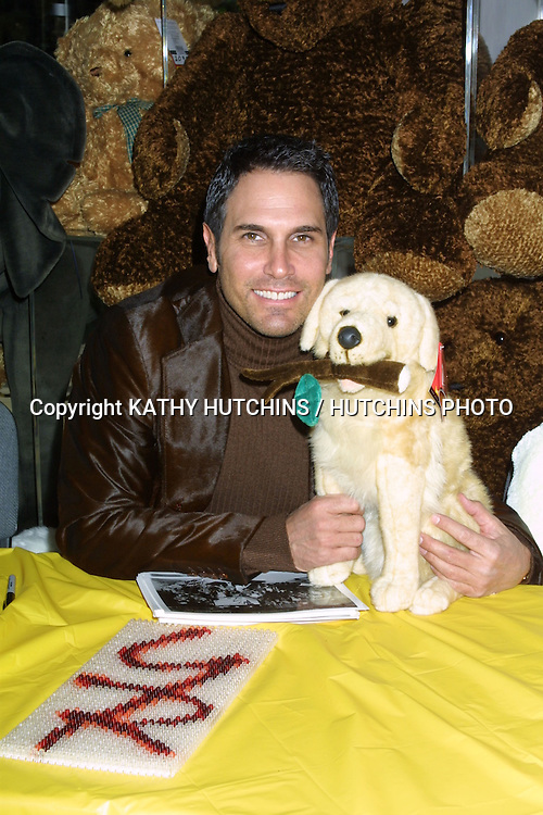 """©2003 KATHY HUTCHINS / HUTCHINS PHOTO.YOUNG AND THE RESTLESS TOY DRIVE FOR """"TOYS FOR TOTS"""".AT FAO SCHWARTZ STORE, """"THE GROVE"""" SHOPPING CENTER.LOS ANGELES, CA.DECEMBER 12, 2003..DON DIAMONT.."""