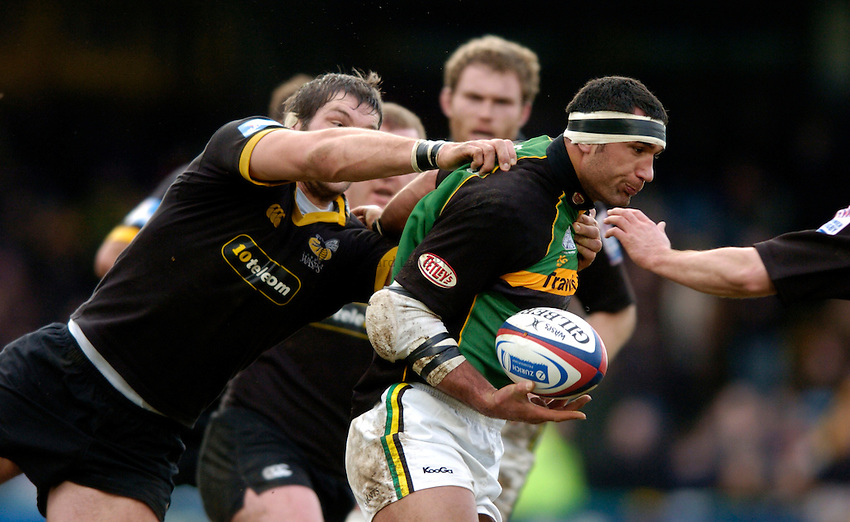 Photo. Richard Lane..London Wasps v Northampton Saints. Zurich Premiership. 20/02/2005..Andrew Blowers attacks.