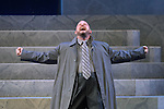 David Wald as Cassius  during a final dress rehearsal for Caesar at Mill Theatre in Hermann Park Wednesday July 30,2008. (Dave Rossman/For the Chronicle)