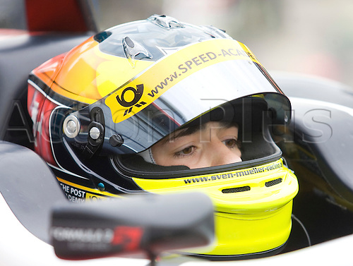 18.05.2012 Brands Hatch, England. Formula 3 Euro Series, Sven Muller (D) sits in Pit Lane during Friday's FP1