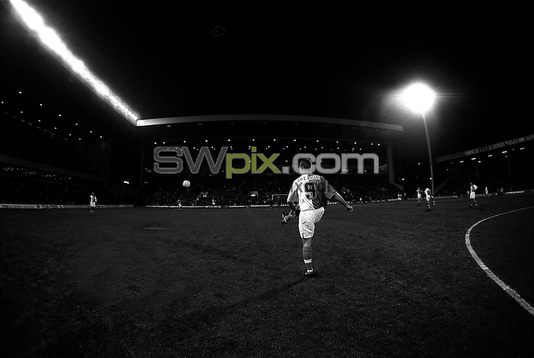 Pix:Michael Steele/SWpix...Blackburn Rovers F.C...COPYRIGHT PICTURE>>SIMON WILKINSON..Blackburns Alan Shearer practices before a match.
