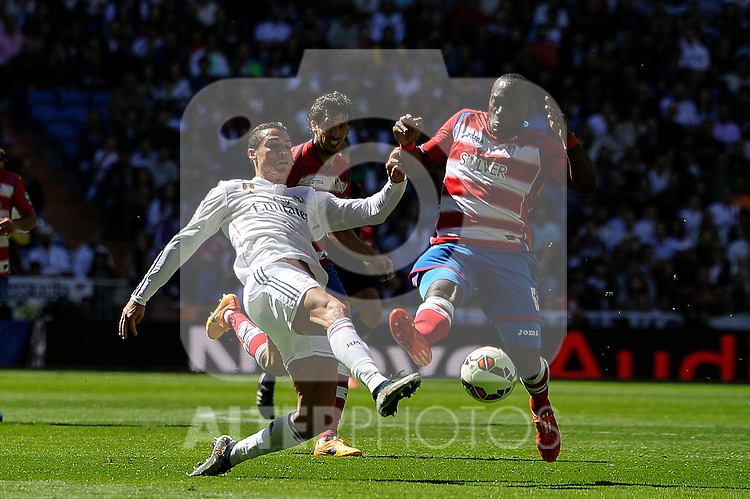 Real Madrid´s Cristiano Ronaldo and Granada´s Jean-Sylvain Babin during 2014-15 La Liga match between Real Madrid and Granada at Santiago Bernabeu stadium in Madrid, Spain. April 05, 2015. (ALTERPHOTOS/Luis Fernandez)