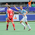 The Hague, Netherlands, June 15: Matias Paredes #10 of Argentina celebrates after scoring a field goal to give Argentina a 1-0 lead during the field hockey bronze match (Men) between Argentina and England on June 15, 2014 during the World Cup 2014 at Kyocera Stadium in The Hague, Netherlands. Final score 2-0 (0-0)  (Photo by Dirk Markgraf / www.265-images.com) *** Local caption *** Michael Hoare #12 of England, Matias Paredes #10 of Argentina