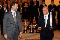 MADRI, ESPANHA, 05 DEZEMBRO 2012 - PREMIACAO MELHORES DO ESPORTE ESPANHOL - O principe Felipe (E) e o tecnico da selecao espanhola Vicente Del Bosque durante cerimonia de entrega do Premio Melhores do Esporte Espanhol, no Palacio El Pardo em Madri, capital da Espanha, nesta quarta-feira, 19. (FOTO: ALEX CID FUENTES / ALFAQUI / BRAZIL PHOTO PRESS).