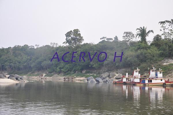 magens de caminh&otilde;es carregados com toras de madeira na BR-364, sendo transportadas de Sena Madureira para Rio Branco<br /> Tabela de pre&ccedil;os na travessia de de balsa sobre o Rio Madeira, em Rond&ocirc;nia