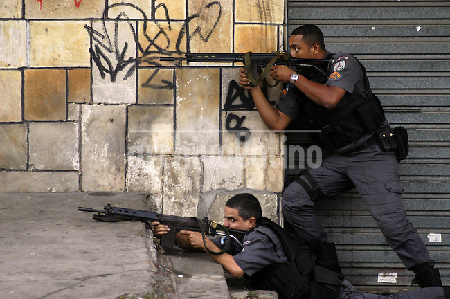 "Police make an incursion into the Vila Cruzeiro slum  in Rio de Janeiro. Life as one of Rio de Janeiro's 38,000 military police officers has never been an easy task, particularly for those whose mission it is to combat the city's three heavily armed drug factions, the Red Command, the Third Command and the Friends of the Friends or ""ADA"". But a wave of police killings this year has underlined the growing dangers of law enforcement in this seaside tourist capital. (Foto:DOUGLAS ENGLE/AUSTRAL FOTO)"