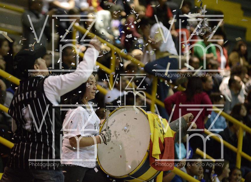 BOGOTÁ -COLOMBIA. 27-09-2013. Aspecto del encuentro entre Guerreros de Bogotá y Piratas de Bogotá durante la fecha 19 de la  Liga DirecTV de Baloncesto 2013-II de Colombia realizado en el coliseo El Salitre de Bogotá./ Aspect of the match between Guerreros de Bogota and Piratas de Bogota during the 19th date of DirecTV Basketball League 2013-II in Colombia at El Salitre coliseum in Bogota. Photo: VizzorImage / Gabriel Aponte/ Str