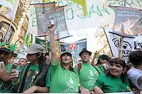 BUENOS AIRES, ARGENTINA, 05 DE MAIO 2012 - MARCHA DA MACONHA BUENOS AIRES -  Milhares de pessoas participam da Marcha pela Discriminalizacao do Consumo e plantacao de Maconha, ato na tarde deste sabado em Buenos Aires, capital da Argentina. (FOTO: JUANI RONCORONI / BRAZIL PHOTO PRESS).