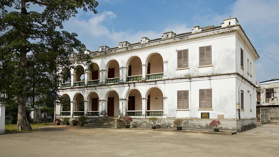 The British Consulate in Beihai (Pakhoi), built in 1885. At the time it replaced less salubrious premises consisting little more than an unhygienic hut on stilts over the beach. The building is now a part of a school compound.