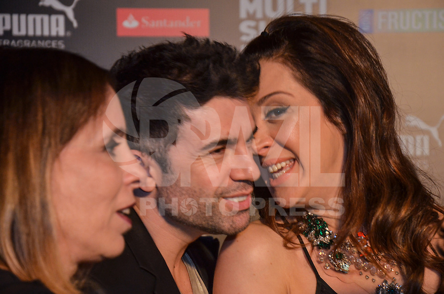 ATENCAO EDITOR: FOTO EMBARGADA PARA VEICULOS INTERNACIONAIS. - RIO DE JANEIRO, RJ,19 DE SETEMBRO 2012 - PREMIO MULTISHOW 2012- Claudia Raia e o namorado na cerimonia de entrega do PremioMultishow  na noite desta terca dia 18 de setembro, no HSBC Arena, na Barra da Tijuca, zona oestedo Rio de Janeiro.(FOTO: MARCELO FONSECA / BRAZIL PHOTO PRESS).