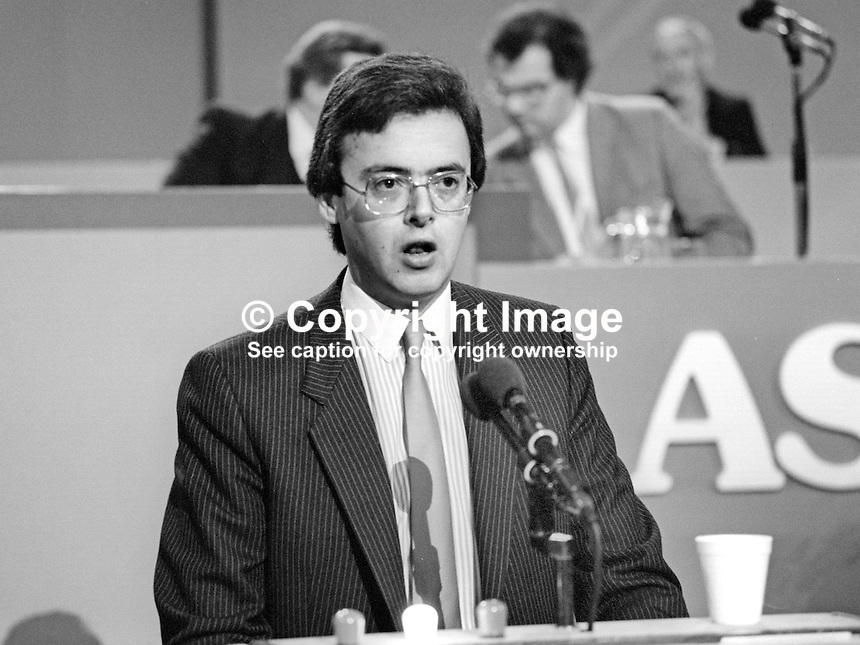Gavin Grant, PPC, Southend West, Liberal Party, UK, speaking at annual conference, September 1986. 19860938GG<br /> <br /> Copyright Image from Victor Patterson, 54 Dorchester Park, Belfast, UK, BT9 6RJ<br /> <br /> t1: +44 28 9066 1296 (from Rep of Ireland 048 9066 1296)<br /> t2: +44 28 9002 2446 (from Rep of Ireland 048 9002 2446)<br /> m: +44 7802 353836<br /> <br /> e1: victorpatterson@me.com<br /> e2: victorpatterson@gmail.com<br /> <br /> The use of any of my copyright images is subject to my Terms &amp; Conditions.<br /> <br /> It is IMPORTANT that you familiarise yourself with them. They are available on my website, victorpatterson.com.<br /> <br /> None of my copyright images may be used on the Internet unless they are visibly watermarked, i.e. &copy; Victor Patterson within the body of the image. Additionally metadata denoting my copyright must NOT be deleted. <br /> <br /> Web use is extra at the then currently recommended NUJ rates.