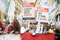 Roma, 13 Ottobre 2011.Piazza Montecitorio.Medici e sanitari contro i tagli e per il rispetto della categoria