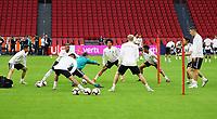 Mannschaft wärmt sich auf - 12.10.2018: Abschlusstraining der Deutschen Nationalmannschaft vor dem UEFA Nations League Spiel gegen die Niederlande